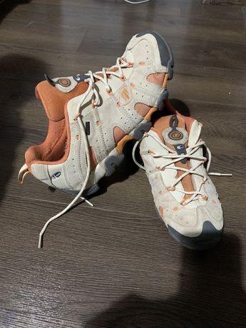 Pantofi Hiking multi-sport Tecnica waterproof marimea 41