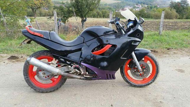 Dau motocicleta la schimb pe cros minim 250cc
