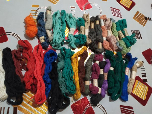 Продаю нитки мулине для вышивки.Срочно
