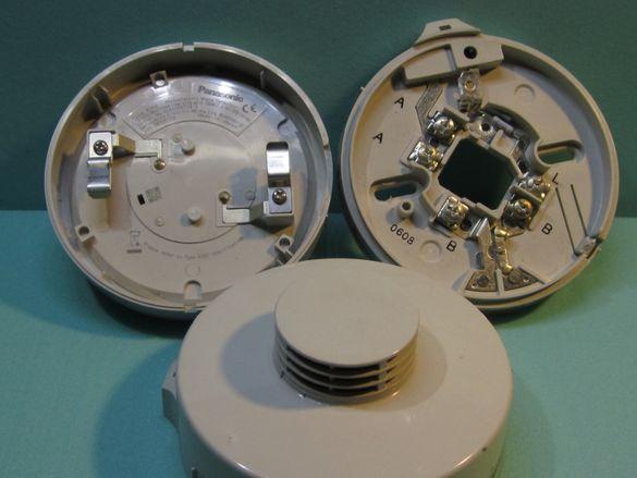 Panasonic оптично-димен пожароизвестител 4352 + основа 2324