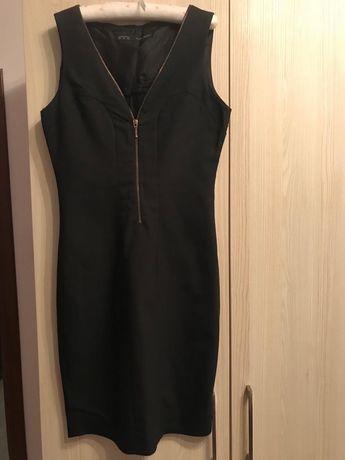 Rochie neagra cu fermoar in partea din fata Zara