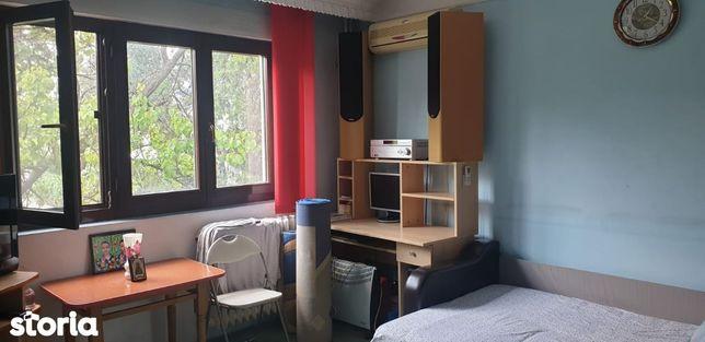 Apartament cu 1 camera Decomandat etajul 1 in zona Casa Sindicatelor