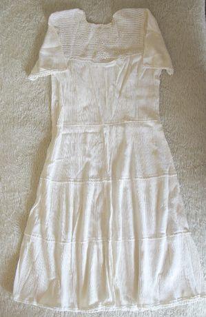 Бяла кенарена рокля, апликирана с платка и декорация,