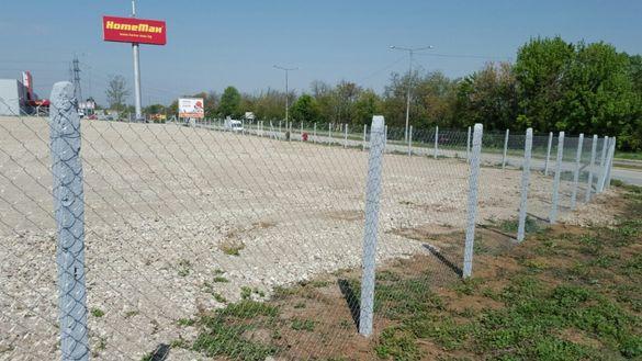 Ограда с Циментови Колове и Поцинкована Оградна Мрежа