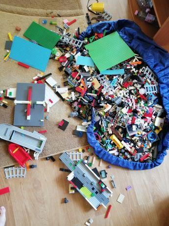 Lego 20kg , seturi, placi și benzi montaj folosite de un singur copil