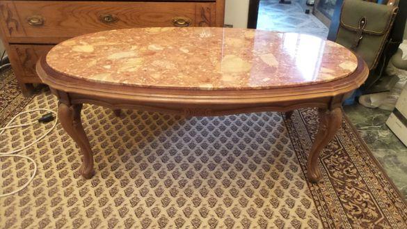 Уникална дървена маса с дърворезба и мрамор.