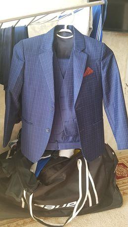 Продам костюм тройка
