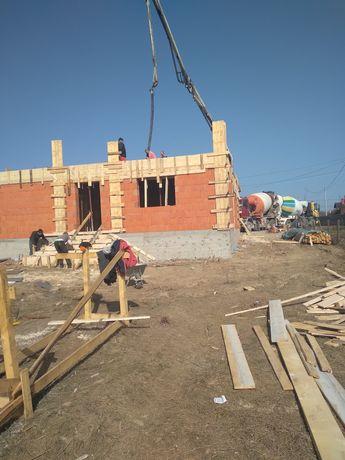 Echipa meseriași  execut lucrari in domeniul constructilor