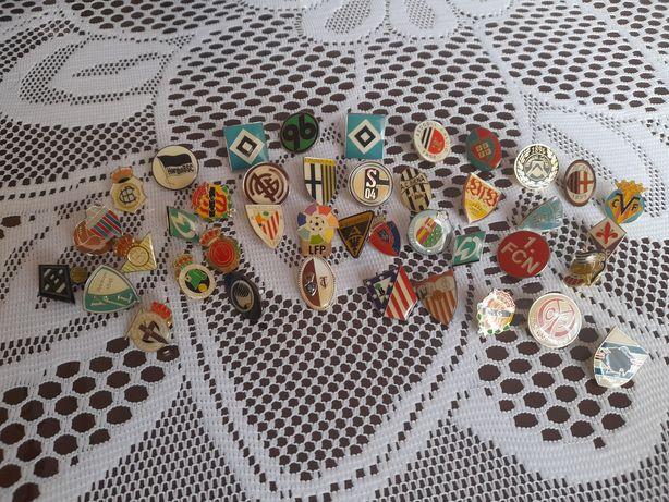 Ассалаумағалайкум, продам футбольные значки, старые очень красивые.