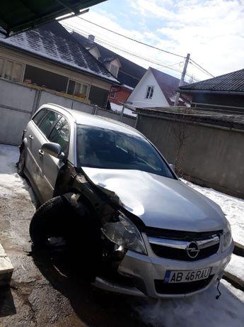 Dezmembrez Opel Vectra c 2006