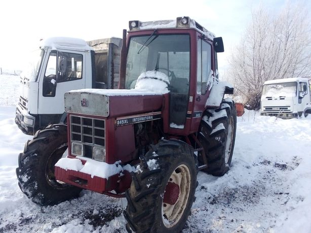 Dezmembrez Tractor Internațional 845 XL