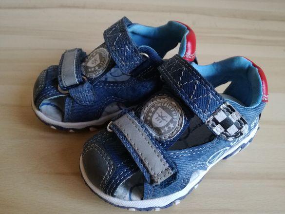 Бебешки сандалки размер 20