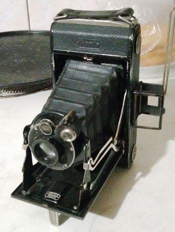 Старинни фотоапарат Zeiss и часовник