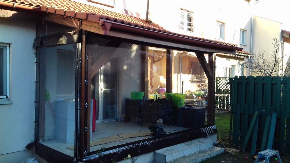 Închidere terase cu folie transparentă cu capse și bride