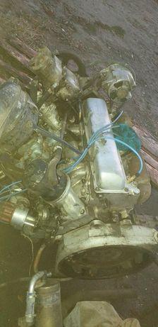 Двигатель ЗИЛ 131 в полном  первой  компактности  с  радной  каропкай