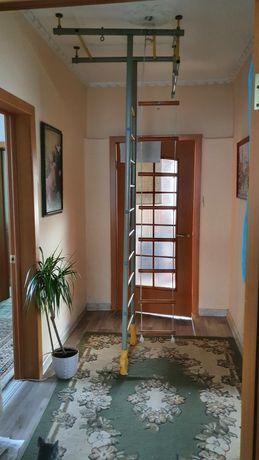 Продаётся шведская стенка высотой 2,5-2,7м. Крепкая, надёжная.