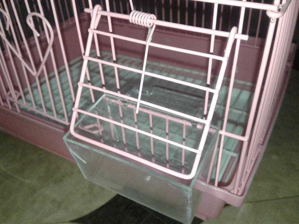 Продам розовую клетку для попугаев