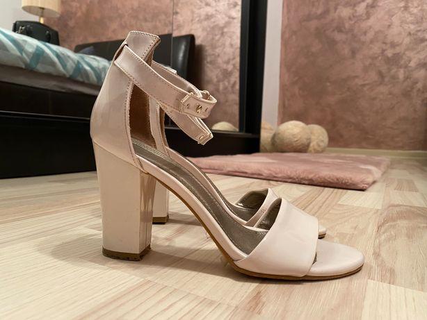 Sandale mărimea 37