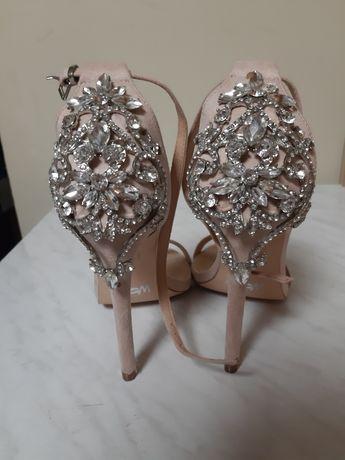 Sandale roz, numarul 36