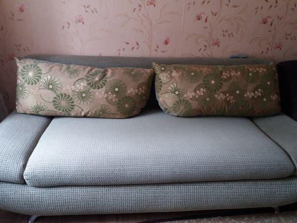 Продам диван хорошем состоянии.