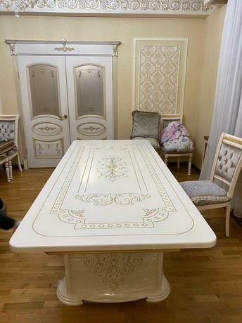 Столы кухонные, столы в гостиную.