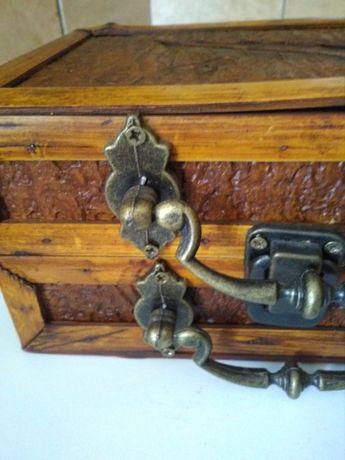 Cutie deosebita din lemn cu 2 manere ptr depozitare bijuterii