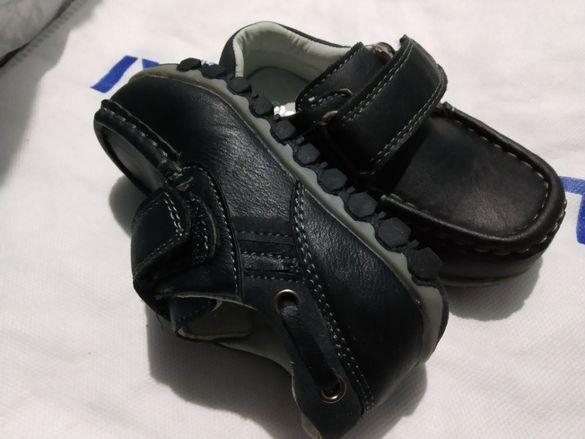 Нови бебе обувки от естествена кожа