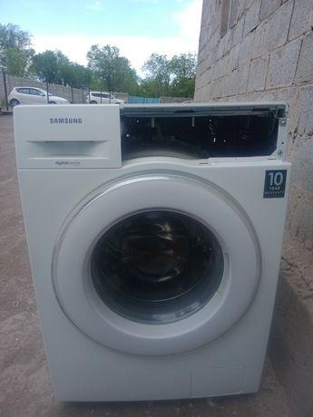 Продам стиральную машину Самсунг на запчасти 8кг
