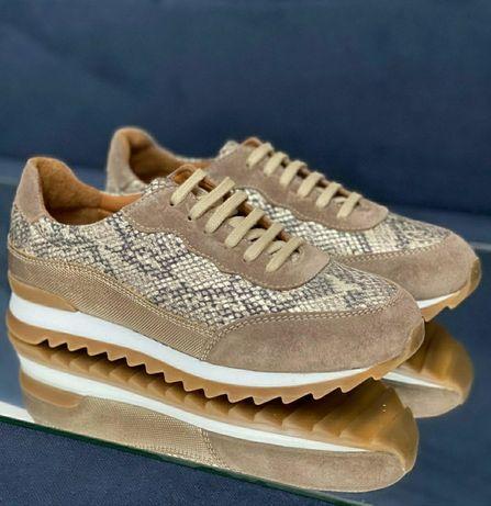 Кожаные кроссовки фирмы , Baver