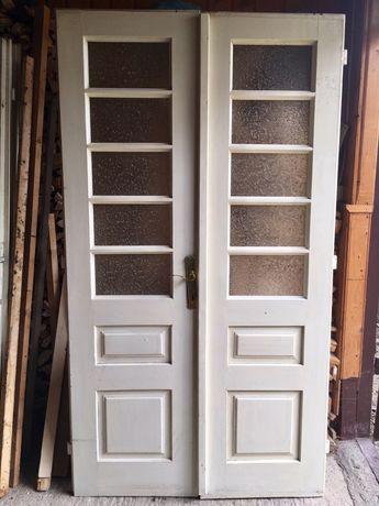 Uși vechi lucrate manual