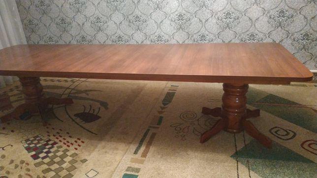Гостиный стол  в идеальном состоянии
