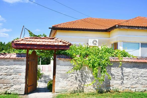 Реновирана еднофамилна къща - с. Българево посока нос Калиакра