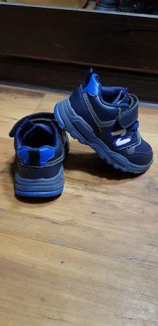 Продам детские кожаные кросовки