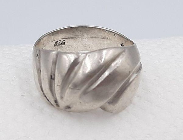 Frumos inel vintage din argint 925, model deosebit !