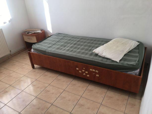 Vand mobila dormitor cu pat