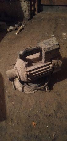 Продам двигатель вибратора