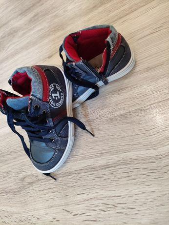 Кецове и обувки за момченце