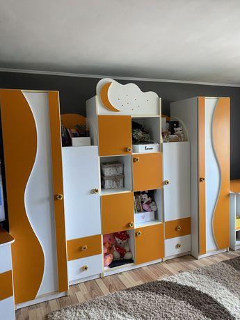 Set de mobilier pentru camera copilului