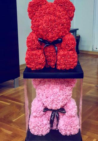 Мече от рози 40см.с кутия и панделка, различни цветове