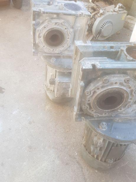 Reductoare cu motor raport 30×1 / 350 lei bucata