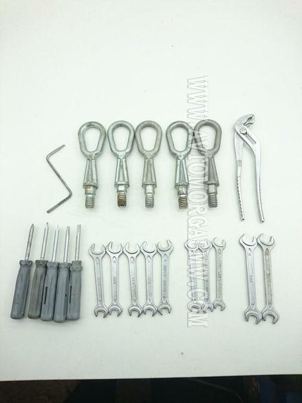 Инструменти БМВ, ключ, клещи, кука за теглене, ключ за гуми, отвертка.