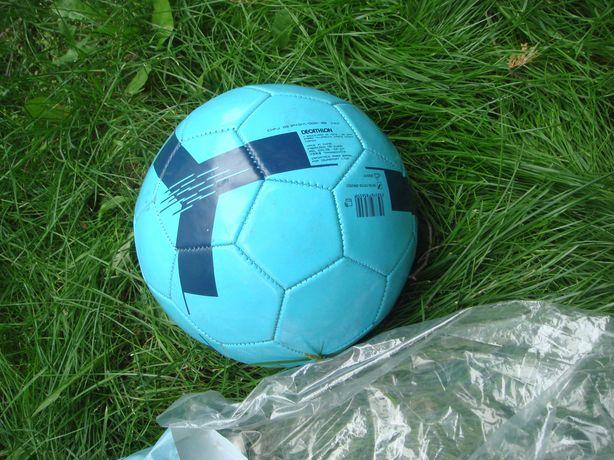 Мяч волейбольный футбол не большой - кожа- плотный не нежно накачивать