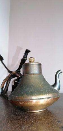 Стар месингов чайник