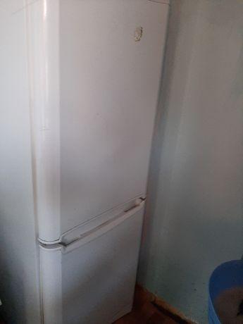 Холодильник, в хорошем состоянии, высота 1.70, 2х камерный