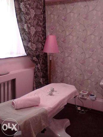 Поклейка обоев, покраска стен и потолков водоэмульсией