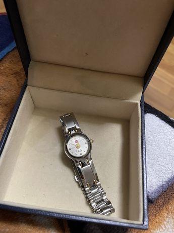 Продам фирменные часы LG