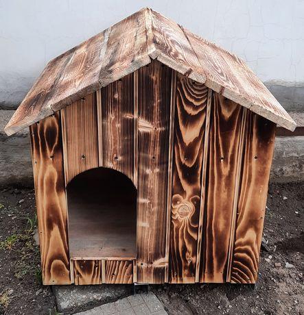Дървена къща за куче
