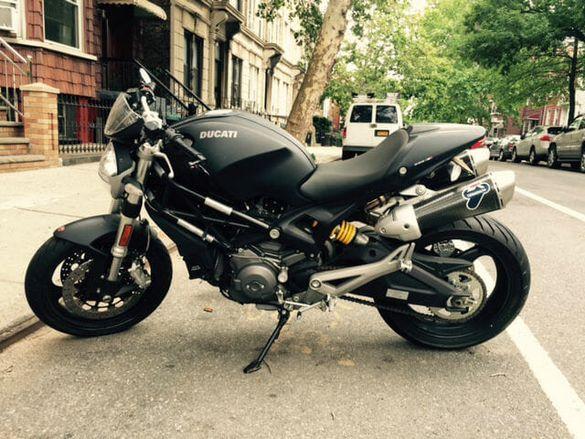 Ducati monster Black 696 на части