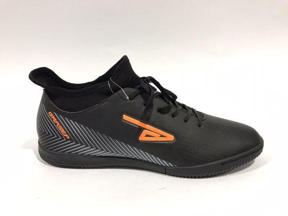Футболни обувки в черно