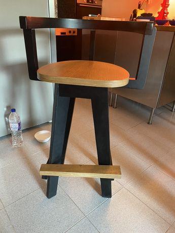 Бар -стол изложбен